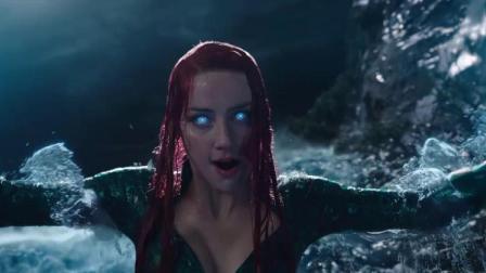 她不仅拥有操控水的超能力,身材颜值也是无可挑剔,堪称完美