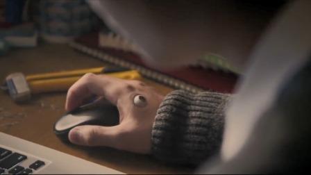 小伙手上长出只眼睛,拿起小刀戳两下,结果被吓得不轻!