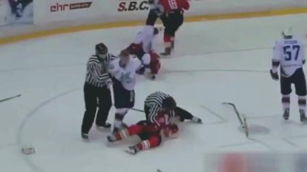 冰球打架最惨烈一次! 中国小伙敢直面硬刚战斗民族, 勇气可嘉啊