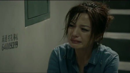 女儿和老公跟初恋其乐融融,老婆看见默默离开,在雨中伤心大哭