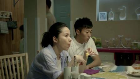姐弟俩吵架,不吃对面做的菜,不料下一秒问起是怎么做的