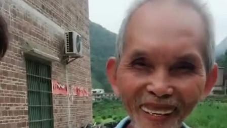 广西老表搞笑视频:许华升看到酒神爷爷被人夸