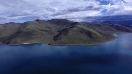 西藏羊卓雍措,是西藏三大圣湖之一,湖光山色之美,冠绝藏南