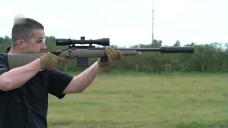 装有消音器的步枪,确实有效果,连耳麦都不需要戴!