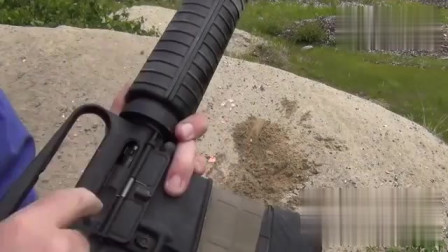 AR15被砂石覆盖后还能运行吗?结果有点意想不到!