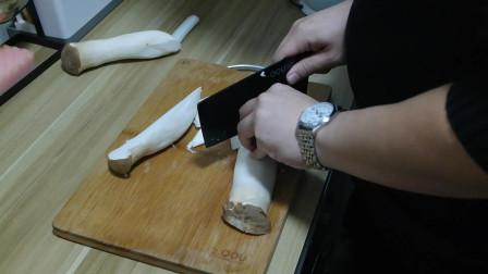 美食家常菜杏鲍菇炒肉,营养又美味,就怕买少了不够吃