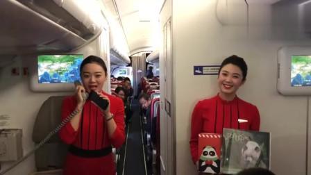 川航的空姐好敬业,飞机上唱《成都》,听后整个人心情都好了