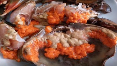 极品的超大螃蟹,掰开螃蟹才知道里面去全都是精华,满满的一肚子膏