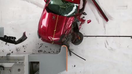 汽车安全碰撞测试福特-野马-雪弗兰-科迈罗-道奇-挑战者