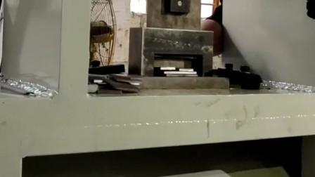 钢板下料机铁板开料切断模具展示效果现场实拍,就是这么牛效率提高不仅仅一倍。