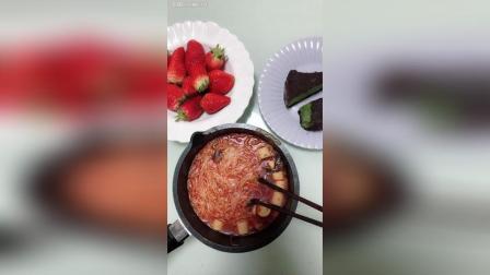 草莓抹茶重芝士蛋糕还有绵阳米粉
