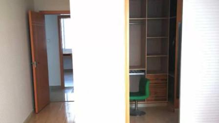 实拍116㎡三室两厅老装修,主卧的步入式衣帽间,非常有参考价值