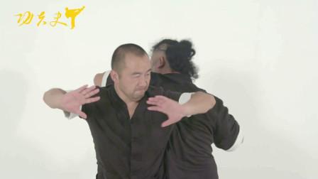 八极拳技术:传统武术中的后靠在八极中的技巧