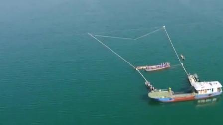 《航拍中国》千岛湖巨网捕鱼 单次捕捞最高纪录达30万斤!