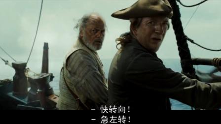 北海巨妖体型太大了,直接把一艘大船卷入海,只有一个人逃了出来