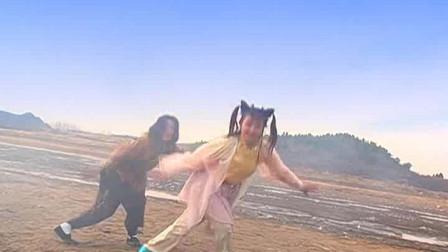 侠客行:叮当姐姐教石破天练丁家拳法,这一招一式像极了花拳绣腿!