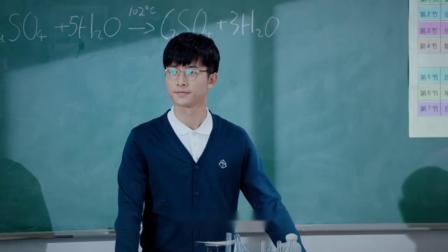 化学老师占用体育老师课程,班主任得知后一番