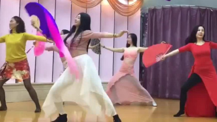 肚皮舞:融合东方舞风肚皮舞丽人行小姐姐跳的真不错,韵味十足!
