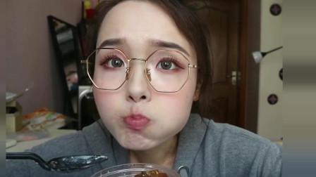吃播小姐姐:吃四种口味雪媚娘+蛋糕甜品,大口吃奶油看着就腻!