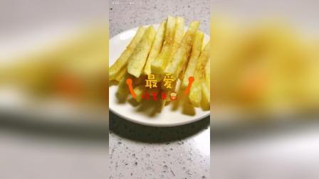 自制薯条一定要记得焯水, 这样炸出来的薯条就跟外边买的一样好吃