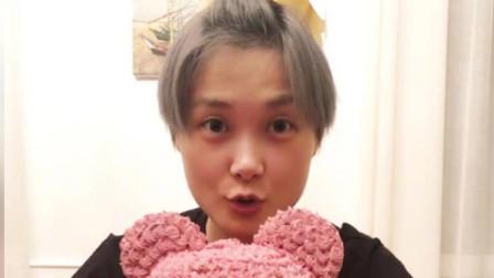 李宇春生日感恩大家祝福 素颜面露甜笑手捧粉色小熊蛋糕很温馨