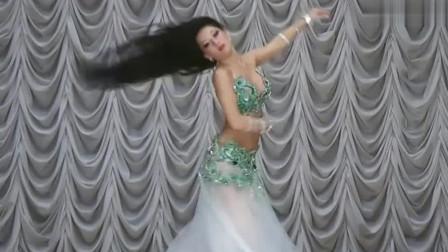 肚皮舞:小姐姐身材与气质的完美结合,秀出水蛇腰的时候美呆了!