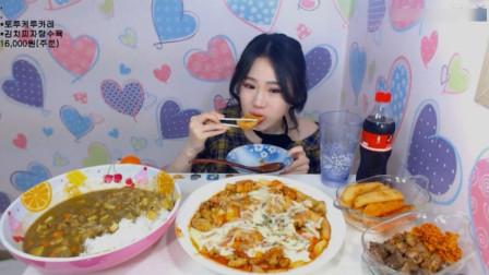 大胃王卡妹吃咖喱鸡块拌饭,还有芝士炖菜和灌肠