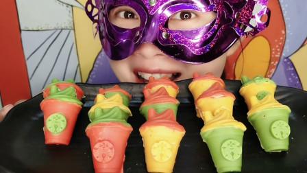 """妹子试吃""""冰淇淋咖啡杯巧克力"""",可爱的造型美味的口感,超好吃"""