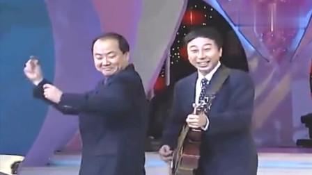 """经典小品《台上台下》:冯巩郭冬临一起演唱""""真像一对亲兄弟"""" 这也太逗了"""