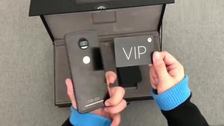 买手机送豪华大礼包,最薄的手机+最薄的充电宝,是不是很厉害