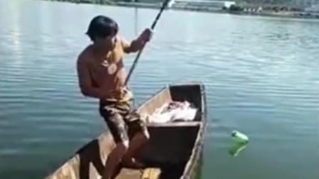 """被大鱼完美""""双杀"""",这2位钓友操作真够坑的……"""