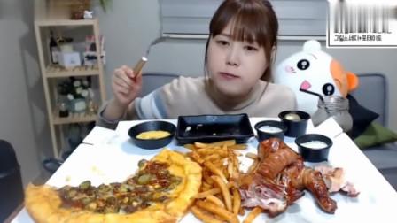 孝宁小姐姐吃好吃的烤鸡香肠披萨薯条,是肥宅的最爱啊!
