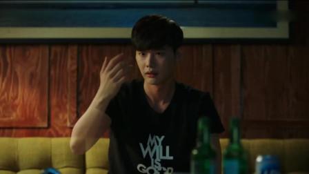 W两个世界:姜哲逃到了乡村中,手却会突然消失,不想让吴妍珠担心!