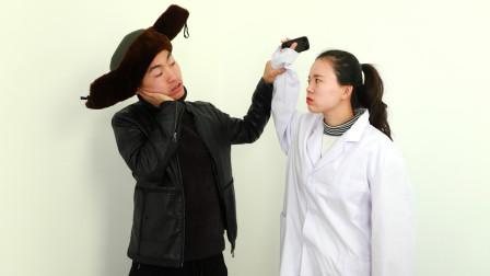 小伙去医院治颈椎病,医生推荐的疗法真有趣,一治一个准