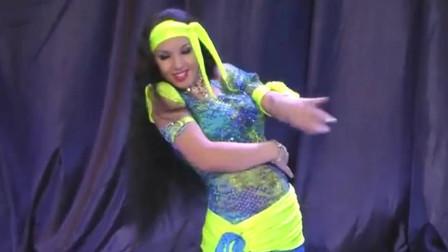 肚皮舞:俏皮的民俗肚皮舞,漂亮妹子秀出另一种美,百看不厌!