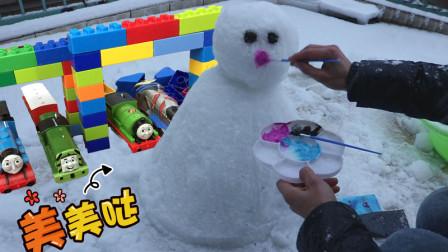 下大雪了 在屋顶堆一个可爱的雪人
