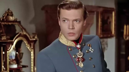 陛下和茜茜公主久别重逢,两人拥抱亲吻,好甜蜜呀