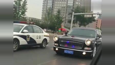 北京街头偶遇红旗L5,不愧是500万的国产豪车,气势不输劳斯莱斯