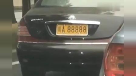 这是哪位坐迈巴赫的大老板,能帮忙催一下工程款吗?