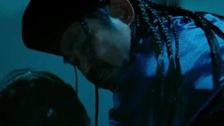 僵尸新战士:这个僵尸厉害了,别的僵尸吸人血,他吸僵尸血!