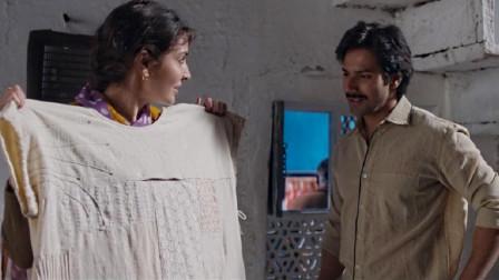 印度小伙用窗帘给母亲缝了件病号服,竟被众多病友看上,抢着要买