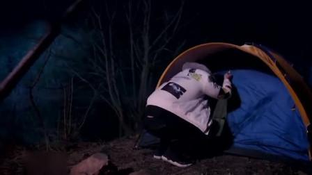 小伙半夜偷偷爬进了帐篷,不料美女说冷,小伙
