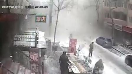 哈尔滨一居民楼突发爆炸 监控还原全过程
