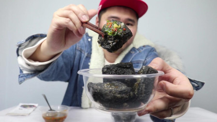 """尝试湖南美食""""臭豆腐"""",真的臭,打开就吐了,但是吃起来真香"""