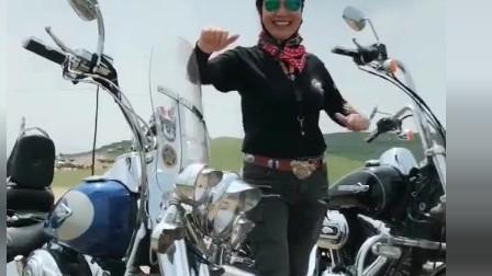 机车摩托:中年女骑手就是喜欢这种重型机车