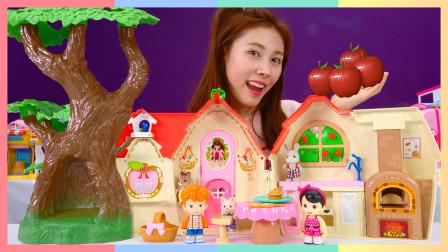 白雪公主的秘密住宅?在树丛之家共享美味午餐吧 | 凯利和玩具朋友们 CarrieAndToys