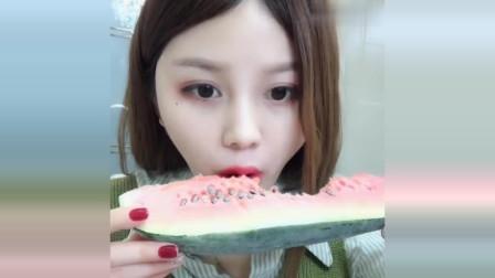 声控吃播:漂亮的兔子姐,今天又来吃自己冻的西瓜了,牙口真是好啊!