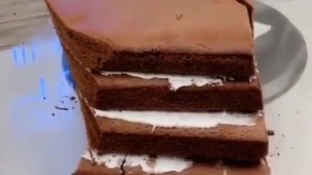 本以为是块很普通的蛋糕,看到最后真是大开眼界,能做成茄子,网友:哇塞