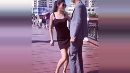 美女搞笑视频,太尴尬了!不行,让我先笑一会