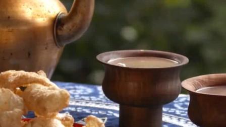 """藏民原来是这样制作""""酥油茶""""的,看起来还不错"""